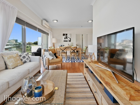 FOR DISPLAY 44/180 Stirling Street Perth, WA 6000