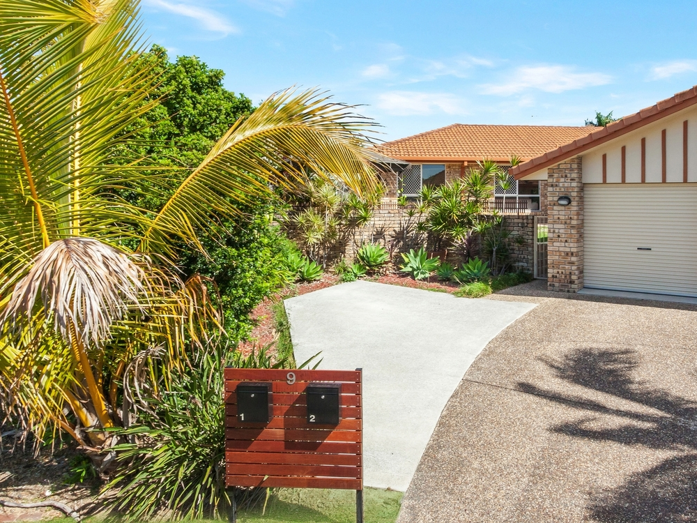 1/9 Valmai Court Burleigh Waters, QLD 4220