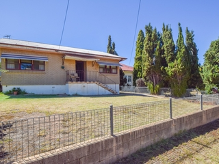 35 Blackett Avenue Young, NSW 2594