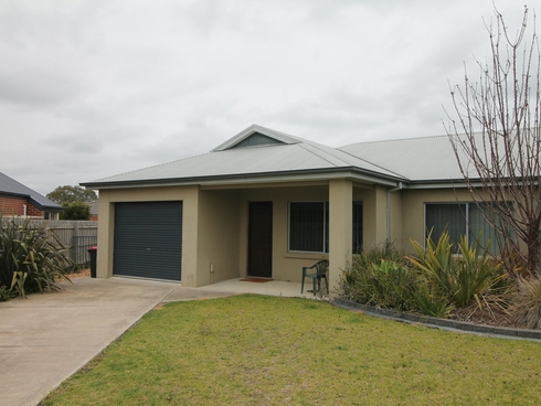 11A Barton Place Eastwood, VIC 3875