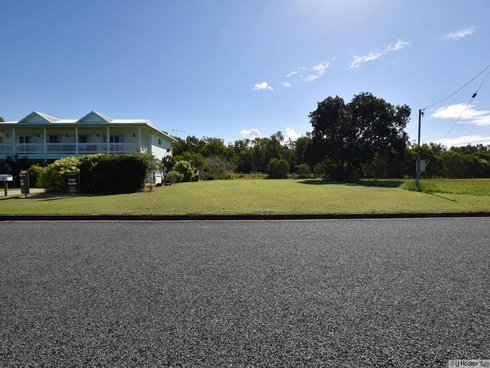 69 Taylor Street Tully Heads, QLD 4854