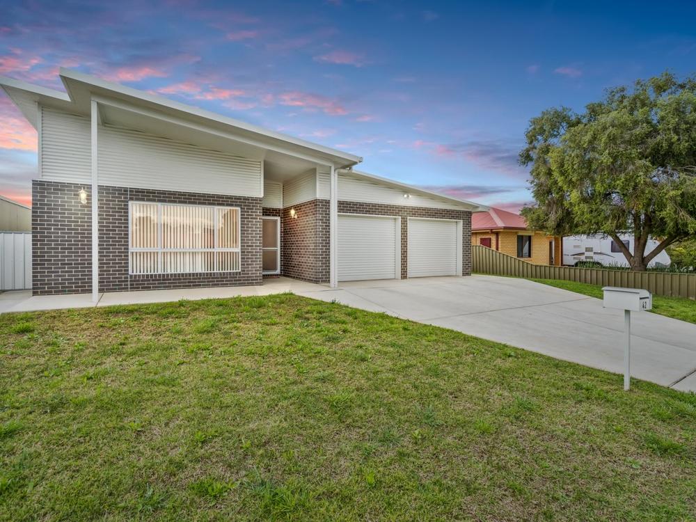 42 Cutler Avenue Kooringal, NSW 2650