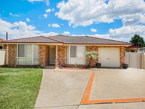 32 Pyramus Circuit Rosemeadow, NSW 2560