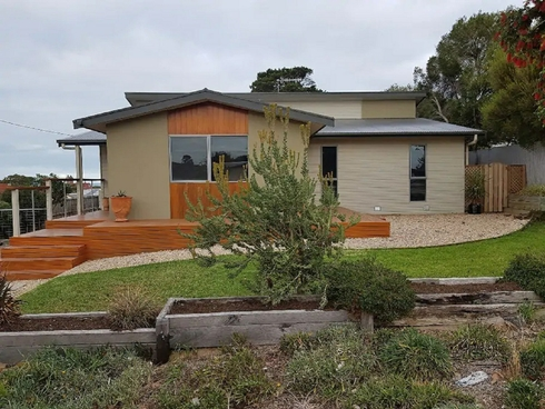 18 Surrey Avenue Victor Harbor, SA 5211