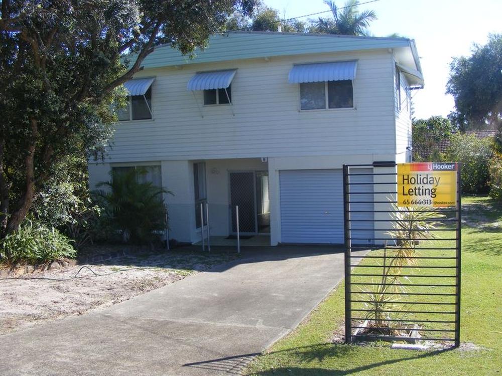 2 Phillip Dr South West Rocks, NSW 2431