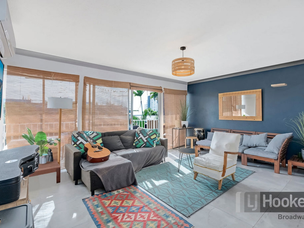 11/54 Frank Street Labrador, QLD 4215