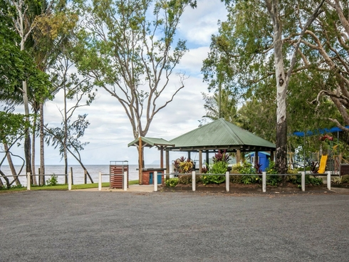 8/35 Upolu Esplanade Clifton Beach, QLD 4879