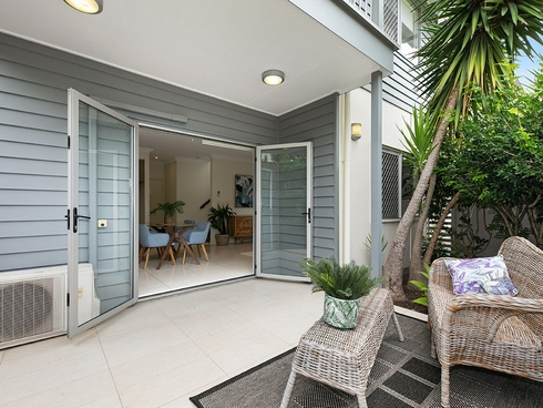 1/101 Albert Street Camp Hill, QLD 4152