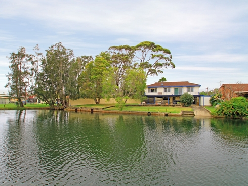 8 Paradise Crescent Sussex Inlet, NSW 2540