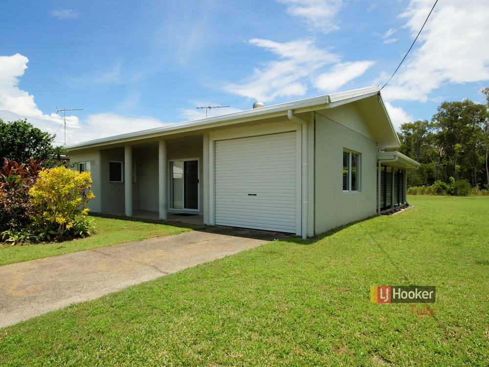 57 Taylor Street Tully Heads, QLD 4854