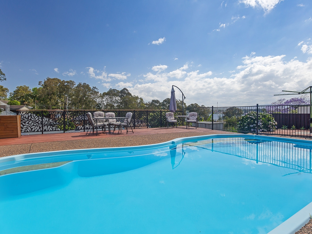 12 Middle Point Road Bolton Point, NSW 2283
