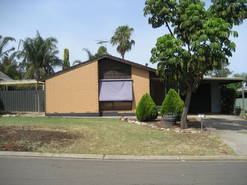27 Chowilla Court Craigmore, SA 5114
