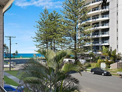 1 Hacienda/118 Old Burleigh Road Broadbeach, QLD 4218
